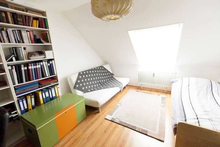 Schlafzimmer für 2  CEBIT Messe IAA - Garbsen - Daire