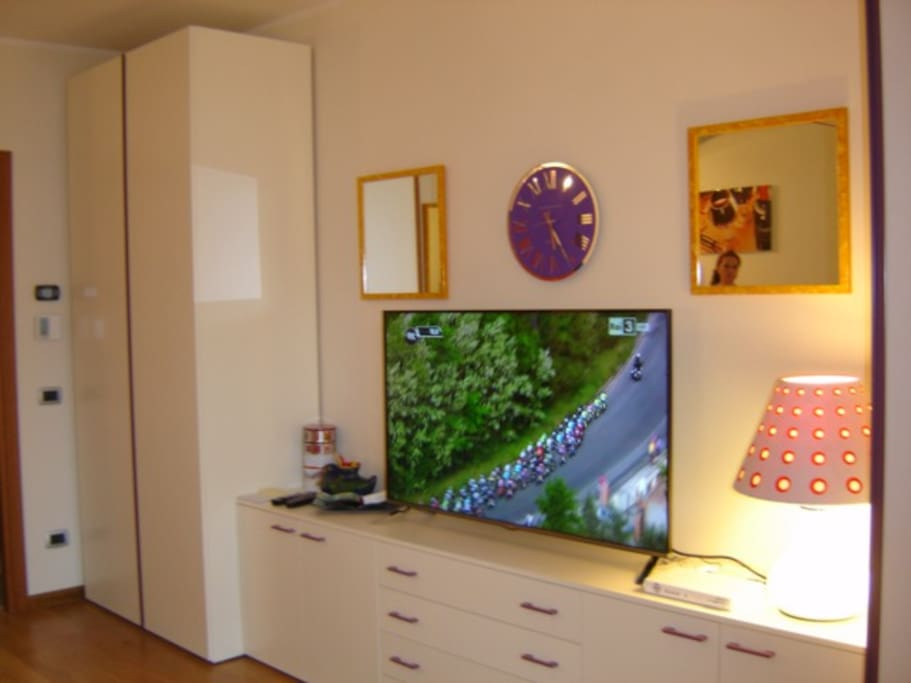 TELEVISION LG 55 INCHES WITH FREE ENGLISH CHANNEL MOVIES AND FAST WIFI.2 NICE,SPACIOUS WARDROBE...