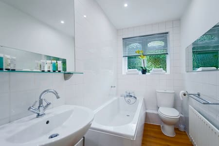 The Willows - Claygate - Apartamento