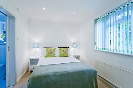The Willows - Claygate - Apartment - 1