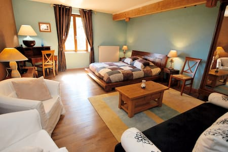 16 Chambres, piscine, resto - groupe jusque 66 - Fontaine-lès-Vervins - Bed & Breakfast