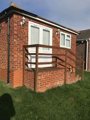 Spectacular views! A cosy 2 bed bungalow - Leysdown-on-Sea - Bangalô