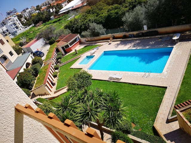 1 bedroom flat with a pool in the tourist area.
