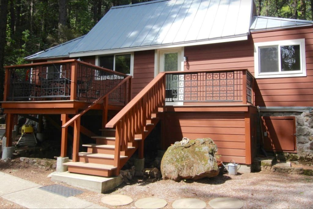 Shasta retreat cabin mini cabin cottages for rent in for Mount shasta cabins for rent