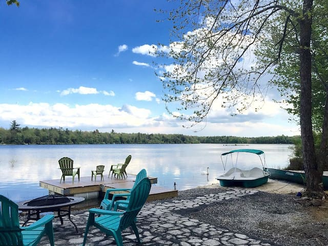 Lakefront in the heart of Poconos w Beach& Hot Tub - Pocono Summit - House