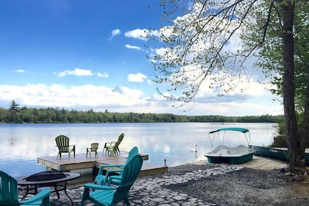 Lakefront in the heart of Poconos w Beach& Hot Tub - Pocono Summit - Rumah