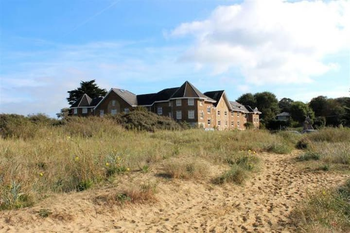 Sea view 3 bed holiday house on beach in Bembridge - Bembridge - บ้าน
