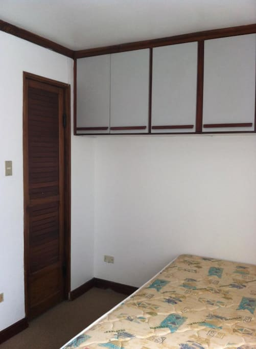 Room Dular. Private room, with 2 single beds and space to put your things.