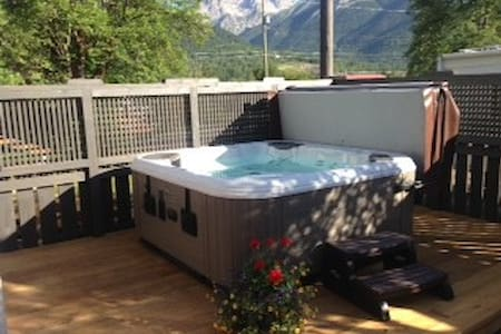 Centrally located heritage home - Fernie - Apartment