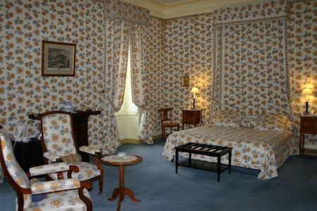 """Grande Chambre """"Bleuets"""" au Château - Castello"""