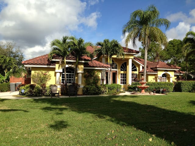 Elegant Tropical Retreat