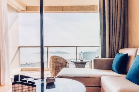 Sea-view room with king size bed