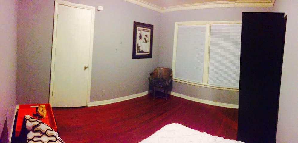 Sunny room on JUST 10min away from downtown LA