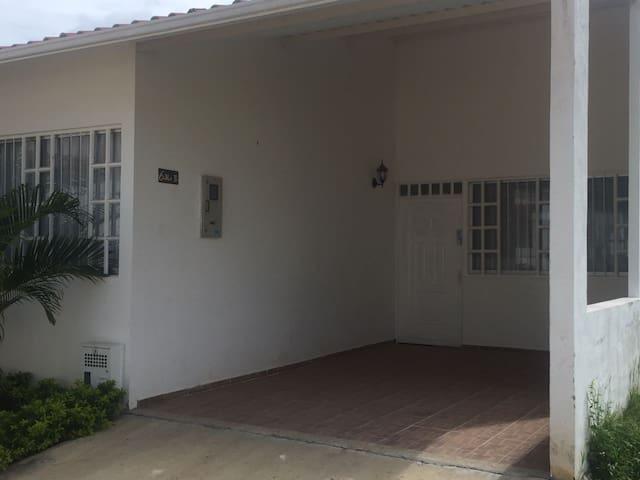 Casa Carmen de Apicalá Bosques de Arenitas - Carmen Apicala - Hus
