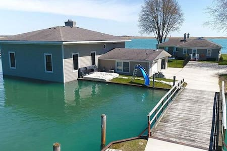 Island Cottage located on St Clair River!