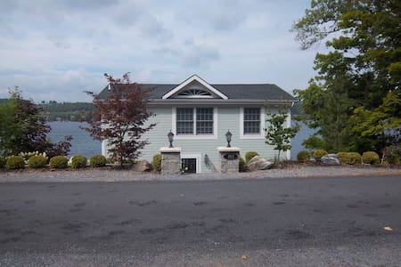 Beautiful waterfront home on Keuka Lake - Penn Yan