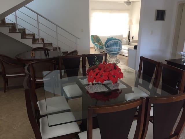 Casa para alugar - Condomínio fechado - Hanga Roa