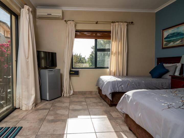 Room 7 - Agapanthus
