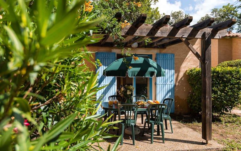 Maison de vacances rustique et lumineuse avec terrasse privée