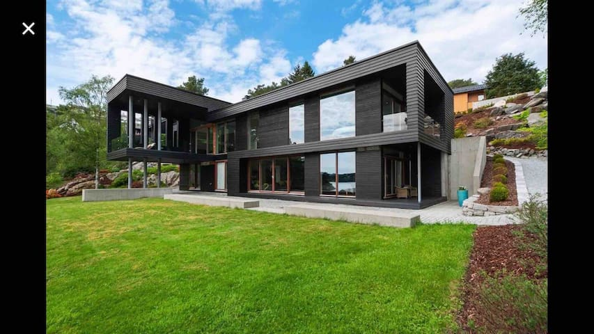 Architect designed villa with spectacular seaview