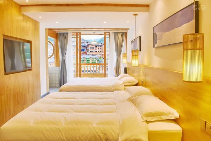 西江的一叶一宿-超大双床浴缸+独立阳台全景家庭房