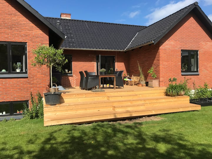 Spacious Villa in quiet and beautiful Højbjerg