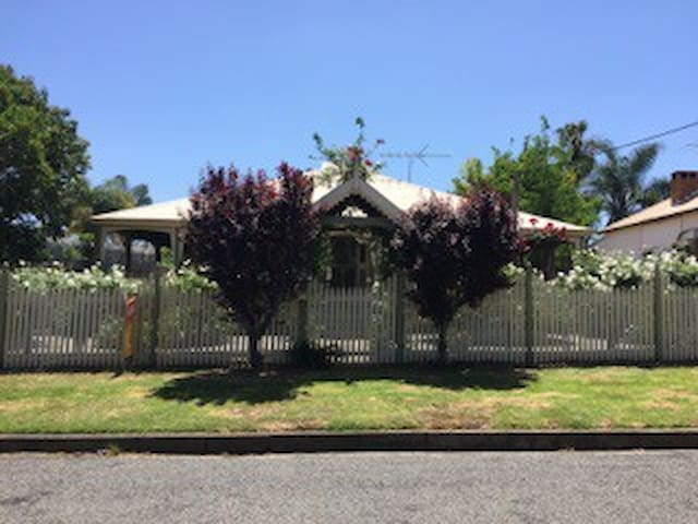 Mahoneys' - Cessnock - Bed & Breakfast