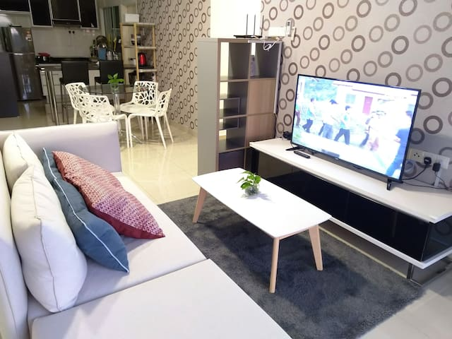 Stylish 2BR Apartment | Free WiFi | near Legoland