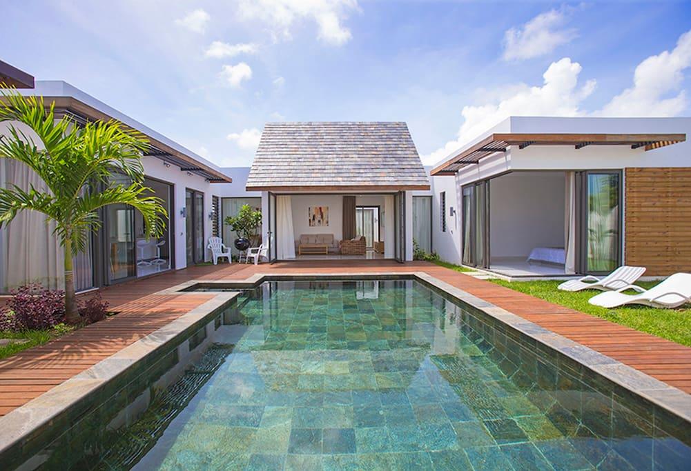 Villa neuve contemporaine maisons louer grand baie for Campement a louer a grand baie avec piscine