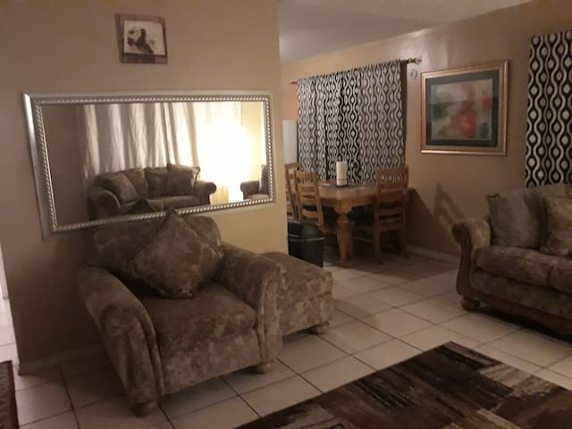Cozy 2 bed/1 bath off of Las Vegas Blvd