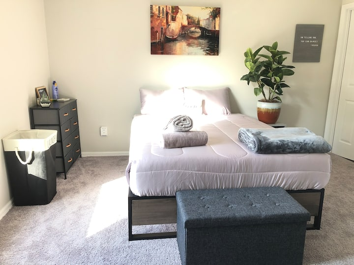 Sun Filled Master Bedroom- New House! Pet Friendly
