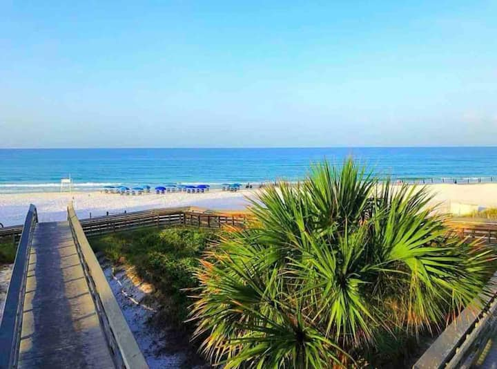 Beach Retreat/Two Pools - Walk to the Beach!!