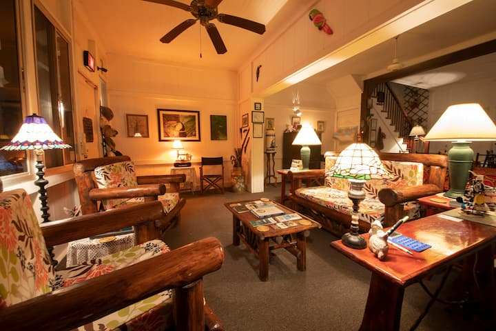 Warm, Cozy and Historic place to stay in Gamboa