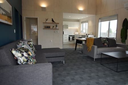 Apartment 2 Bedroom- Sleeps 6