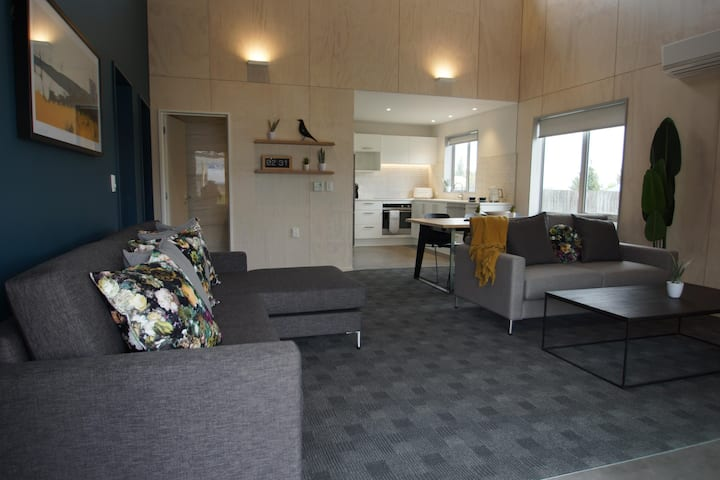 Apartment 2 Bedroom- Sleeps 6
