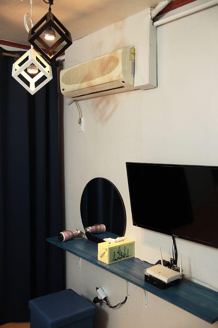 교통이 편리한 작은 공간#2 (Furnished studio)