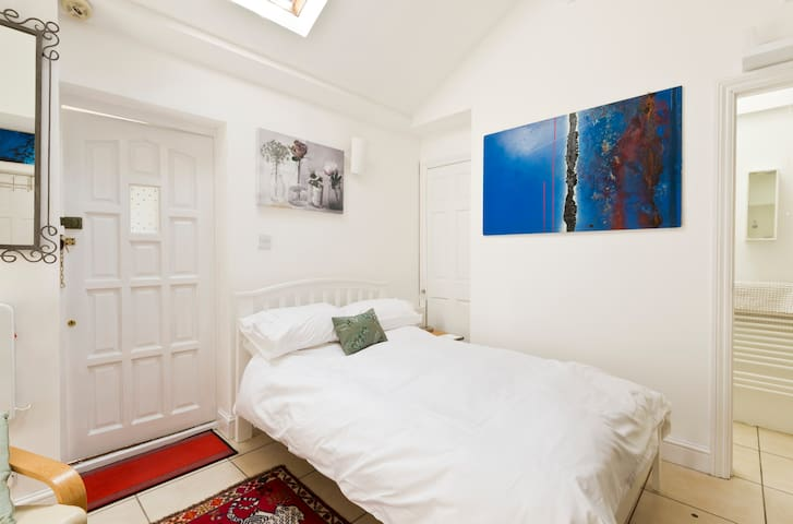 Studio -  Twickenham Green+parking - Twickenham