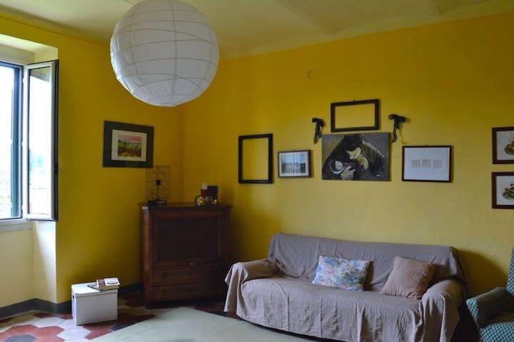 Affascinante casa d'epoca nel verde - Montacuto - Departamento