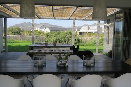 Secure ESTATE Home in NOORDHOEK (LAKE MICHELLE)