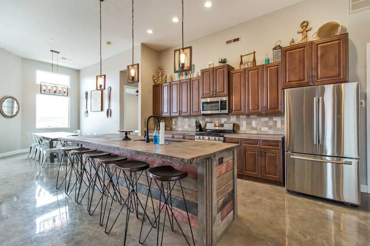 Amazing Home with Bunk Room Near Saint George!
