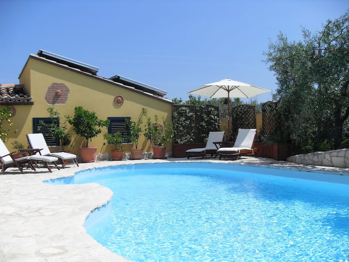 Boutique Bed & Breakfast with pool
