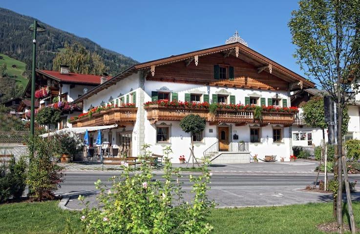 """Romantik im """"Krumerhaus"""" **** - Aschau im Zillertal - Byt"""