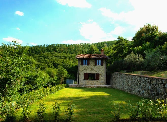 THE LODGE in UMBRIA- Panoramic house with garden - Città di Castello, Umbria - 獨棟