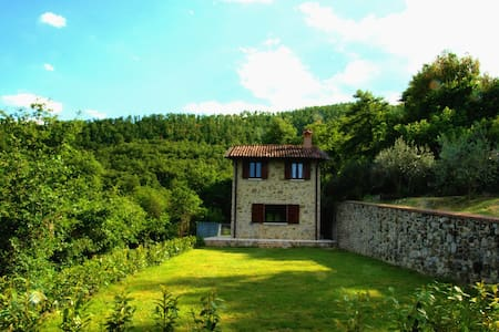 THE LODGE in UMBRIA- Panoramic house with garden - Città di Castello, Umbria - Rumah
