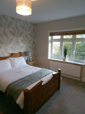 Elegant ensuite room in friendly family home.