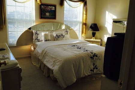 Awesome Chesapeake Room  w/parking - Silver Spring