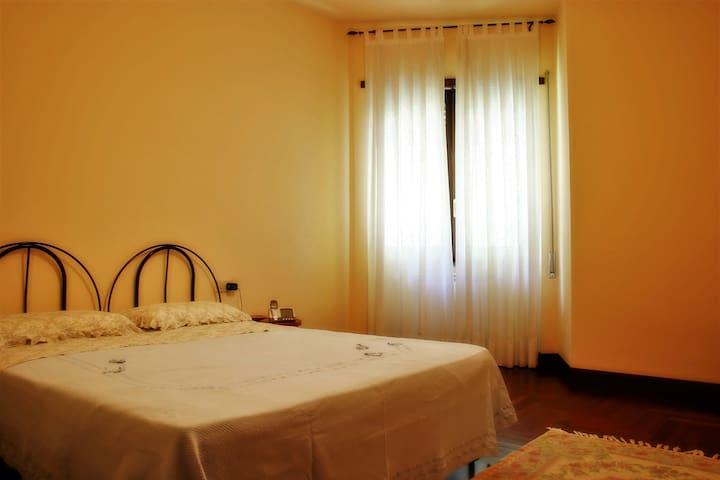 Camera riservata e confortevole in villa nel bosco