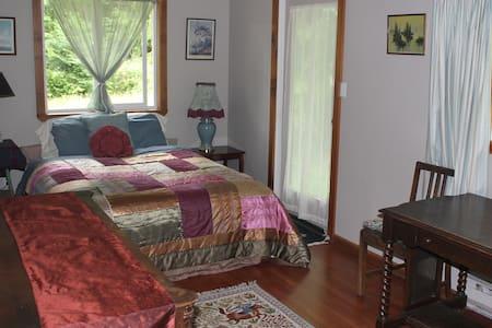 cherry tree room on organic seaside farm - Bed & Breakfast
