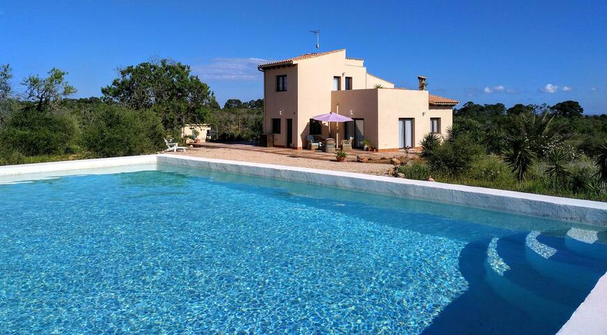 """Villa with swimming pool & bbq 6 people """"Can Bere"""""""