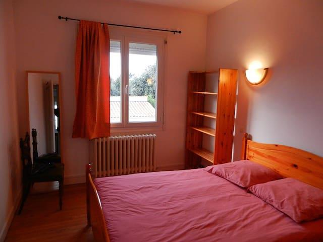 chambre auprès de la mer non loin de la Rochelle - L'Houmeau - บ้าน